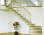 Деревянная больцевая лестница