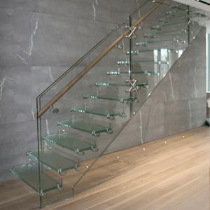 Стеклянные лестницы на тетиве